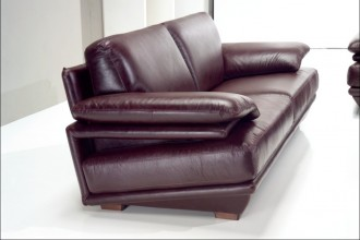 Characteristics of Chesterfield Sofas  %Post Title