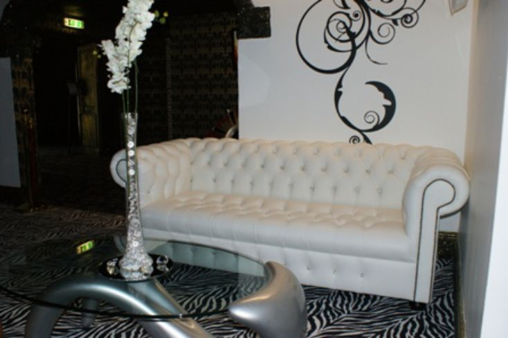 CHESTERFIELD 3 SEATER BUTTONES CRYSTALS