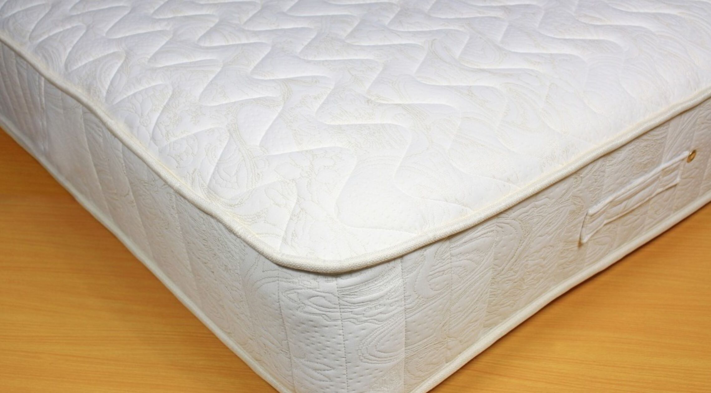 Kensington memory foam sprung mattress double for Memory foam double divan bed sale